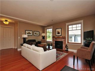 Photo 2: 631 Avalon Rd in VICTORIA: Vi James Bay Half Duplex for sale (Victoria)  : MLS®# 640799