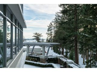 Photo 2: 303 15152 RUSSELL AVENUE: White Rock Condo for sale (South Surrey White Rock)  : MLS®# R2134958