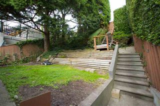 Photo 8: 15316 VICTORIA Avenue: White Rock House for sale (South Surrey White Rock)  : MLS®# R2411385