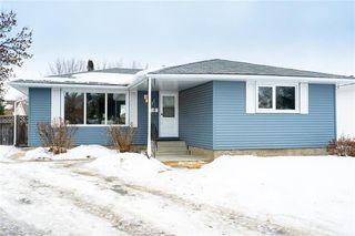 Photo 1: 15 Deerhorn Lane in Winnipeg: Crestview Residential for sale (5H)  : MLS®# 202004773