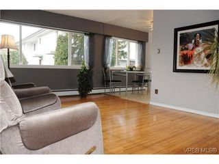 Photo 1: 424 W Burnside Road in VICTORIA: SW Tillicum Condo Apartment for sale (Saanich West)  : MLS®# 286875