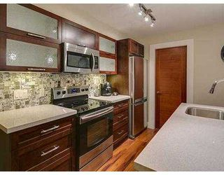 Photo 3: 402 2138 OLD DOLLARTON Road in North Vancouver: Seymour Condo for sale : MLS®# V1005793