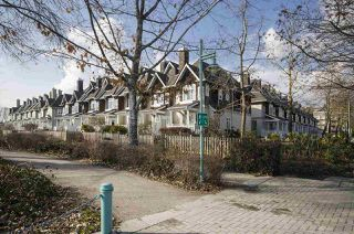 Photo 2: 8507 Jellicoe St in Vancouver: Fraserview Townhouse for sale (Vancouver East)  : MLS®# R2352161