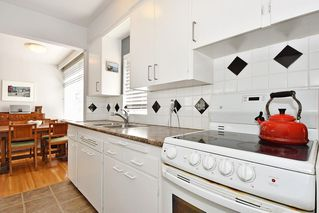 Photo 12: 311 1975 PENDRELL Street in West Vancouver: West End VW Condo for sale (Vancouver West)  : MLS®# R2396117