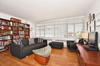 Photo 4: 311 1975 PENDRELL Street in West Vancouver: West End VW Condo for sale (Vancouver West)  : MLS®# R2396117