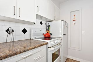 Photo 13: 311 1975 PENDRELL Street in West Vancouver: West End VW Condo for sale (Vancouver West)  : MLS®# R2396117