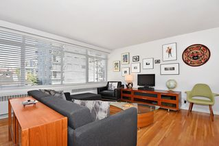 Photo 3: 311 1975 PENDRELL Street in West Vancouver: West End VW Condo for sale (Vancouver West)  : MLS®# R2396117