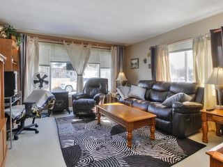 Photo 3: 401 West View Close in Edmonton: Zone 59 Mobile for sale : MLS®# E4196081