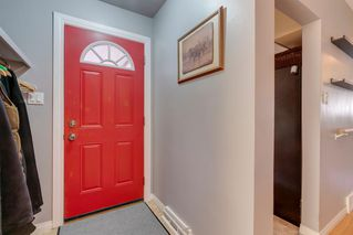 Photo 2: 136 41 Avenue NW in Calgary: Highland Park Semi Detached for sale : MLS®# A1027994