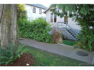 Photo 1: 2516 Fernwood Rd in VICTORIA: Vi Oaklands House for sale (Victoria)  : MLS®# 632552