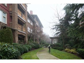 Photo 2: 209 675 PARK CRESCENT in New Westminster: GlenBrooke North Condo for sale : MLS®# R2065075