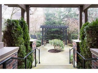 Photo 3: 209 675 PARK CRESCENT in New Westminster: GlenBrooke North Condo for sale : MLS®# R2065075