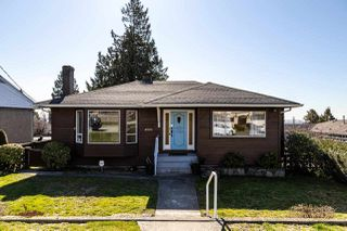 Photo 3: 4516 NEVILLE Street in Burnaby: South Slope House for sale (Burnaby South)  : MLS®# R2445841