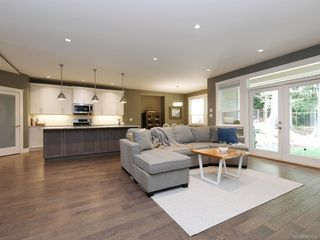 Photo 3: 1032 Deltana Ave in Langford: La Olympic View House for sale : MLS®# 840646