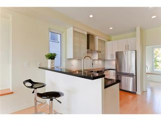 Photo 4: 2370 CLARK Drive in Vancouver: Mount Pleasant VE House 1/2 Duplex for sale (Vancouver East)  : MLS®# V939305