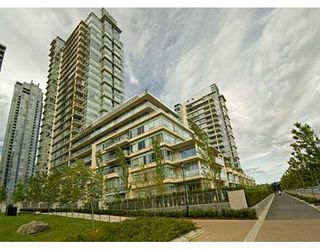 "Photo 1: 428 BEACH Crescent in Vancouver: False Creek North Condo for sale in ""KINGS LANDING"" (Vancouver West)  : MLS®# V626269"