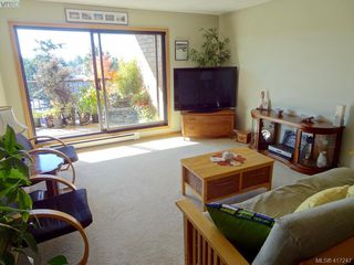 Photo 2: 603 4030 Quadra St in VICTORIA: SE High Quadra Condo Apartment for sale (Saanich East)  : MLS®# 827752