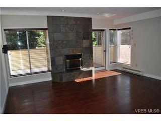 Photo 2: 105 2345 Cedar Hill Cross Rd in VICTORIA: OB Henderson Row/Townhouse for sale (Oak Bay)  : MLS®# 676189