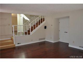 Photo 3: 105 2345 Cedar Hill Cross Rd in VICTORIA: OB Henderson Row/Townhouse for sale (Oak Bay)  : MLS®# 676189