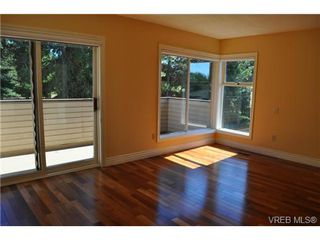 Photo 8: 105 2345 Cedar Hill Cross Rd in VICTORIA: OB Henderson Row/Townhouse for sale (Oak Bay)  : MLS®# 676189