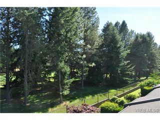 Photo 11: 105 2345 Cedar Hill Cross Rd in VICTORIA: OB Henderson Row/Townhouse for sale (Oak Bay)  : MLS®# 676189