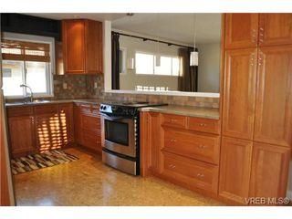 Photo 6: 105 2345 Cedar Hill Cross Rd in VICTORIA: OB Henderson Row/Townhouse for sale (Oak Bay)  : MLS®# 676189