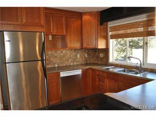 Photo 5: 105 2345 Cedar Hill Cross Rd in VICTORIA: OB Henderson Row/Townhouse for sale (Oak Bay)  : MLS®# 676189