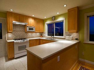 Photo 2: 658 Alpine Ct in North Vancouver: Canyon Heights NV House for sale : MLS®# V1044054