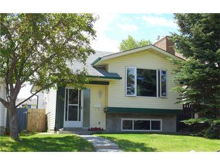 Photo 2: 119 SILVERSTONE RD NW in Calgary: Silver Springs House for sale : MLS®# C4070701