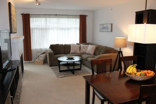Photo 2: 405 400 KLAHANIE DRIVE in Port Moody: Port Moody Centre Condo for sale : MLS®# R2395453