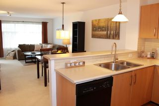 Photo 1: 405 400 KLAHANIE DRIVE in Port Moody: Port Moody Centre Condo for sale : MLS®# R2395453