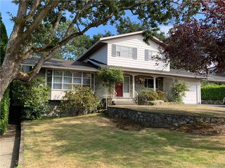 Photo 2: 3564 Redwood Ave in Oak Bay: OB Henderson Single Family Detached for sale : MLS®# 844158