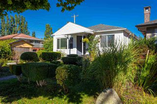 Photo 2: 2915 PARKER Street in Vancouver: Renfrew VE House for sale (Vancouver East)  : MLS®# R2507632