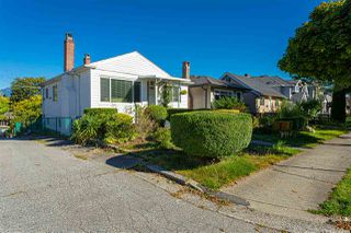 Photo 3: 2915 PARKER Street in Vancouver: Renfrew VE House for sale (Vancouver East)  : MLS®# R2507632