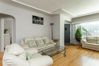 Photo 4: 2915 PARKER Street in Vancouver: Renfrew VE House for sale (Vancouver East)  : MLS®# R2507632