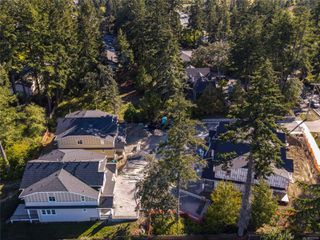 Photo 2: 6 4487 Wilkinson Rd in : SW Royal Oak Row/Townhouse for sale (Saanich West)  : MLS®# 859254