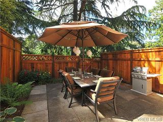 Photo 1: 903 640 Broadway St in VICTORIA: SW Glanford Row/Townhouse for sale (Saanich West)  : MLS®# 610799