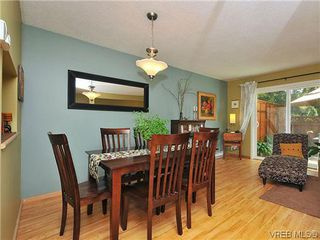 Photo 10: 903 640 Broadway St in VICTORIA: SW Glanford Row/Townhouse for sale (Saanich West)  : MLS®# 610799