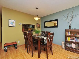 Photo 9: 903 640 Broadway St in VICTORIA: SW Glanford Row/Townhouse for sale (Saanich West)  : MLS®# 610799