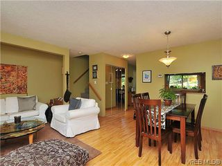 Photo 8: 903 640 Broadway St in VICTORIA: SW Glanford Row/Townhouse for sale (Saanich West)  : MLS®# 610799