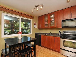 Photo 4: 903 640 Broadway St in VICTORIA: SW Glanford Row/Townhouse for sale (Saanich West)  : MLS®# 610799