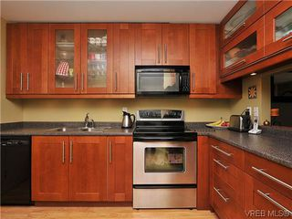Photo 2: 903 640 Broadway St in VICTORIA: SW Glanford Row/Townhouse for sale (Saanich West)  : MLS®# 610799