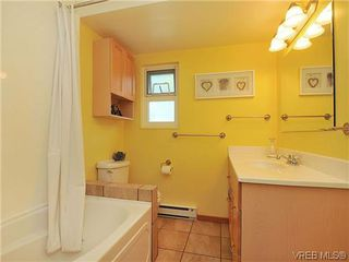 Photo 12: 903 640 Broadway St in VICTORIA: SW Glanford Row/Townhouse for sale (Saanich West)  : MLS®# 610799