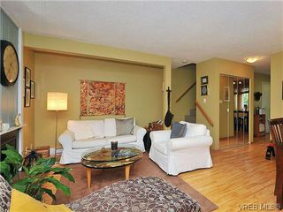 Photo 7: 903 640 Broadway St in VICTORIA: SW Glanford Row/Townhouse for sale (Saanich West)  : MLS®# 610799