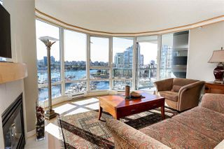 Photo 3: 902 1067 MARINASIDE CRESCENT in Vancouver: Yaletown Condo for sale (Vancouver West)  : MLS®# R2004364