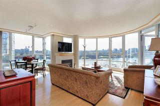 Photo 2: 902 1067 MARINASIDE CRESCENT in Vancouver: Yaletown Condo for sale (Vancouver West)  : MLS®# R2004364