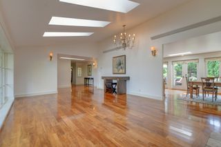 Photo 4: 3280 Beach Drive, One level home in Uplands, Oak Bay Victoria