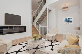 Photo 3: 2 9745 92 Street in Edmonton: Zone 18 Townhouse for sale : MLS®# E4191803