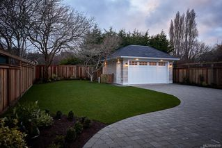 Photo 32: 586 Oliver St in Oak Bay: OB South Oak Bay House for sale : MLS®# 844559