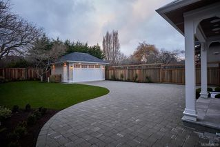 Photo 33: 586 Oliver St in Oak Bay: OB South Oak Bay House for sale : MLS®# 844559